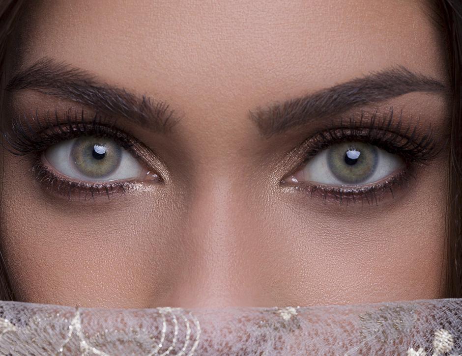 Imagem modelo com as lentes hidrocor