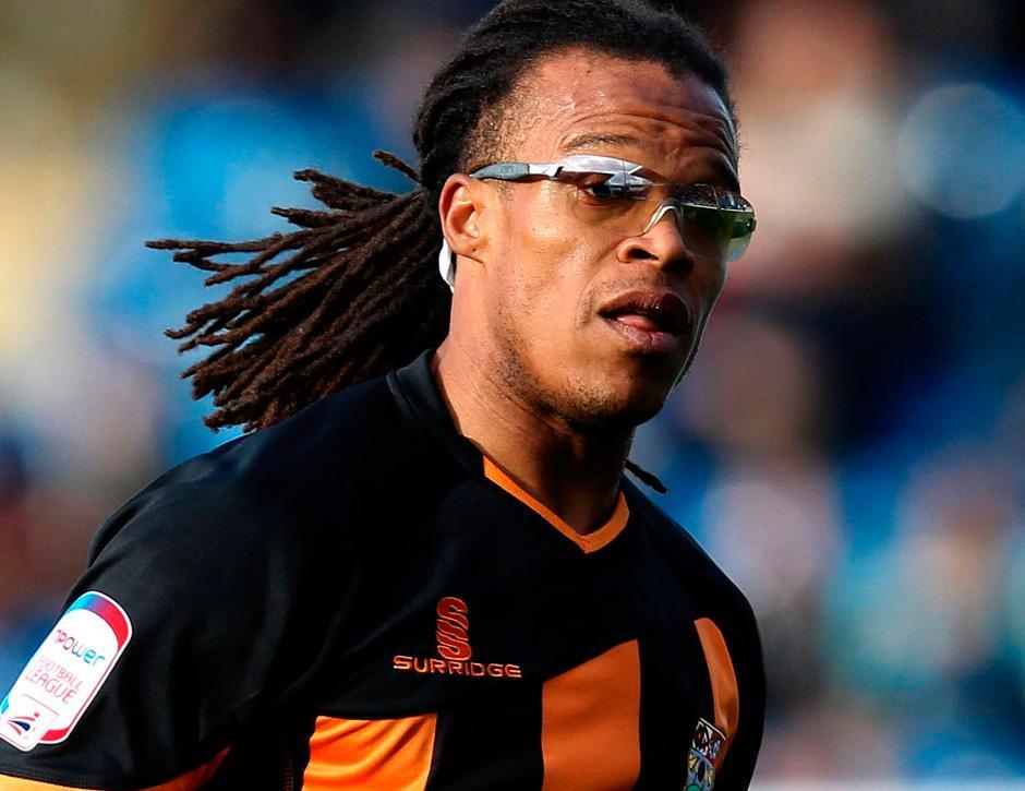 Futebol-de-óculos-pode-isso-Arnaldo-002-thumb-blog