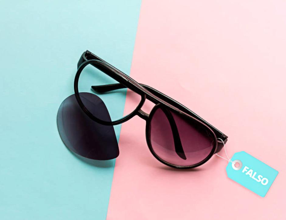 240b44b4acaac Você já deve ter visto alguém comprando ou usando um óculos de sol  falsificado. Saiba que a falsificação não é uma exclusividade apenas dos  óculos de sol ...