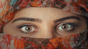 olhos avelã